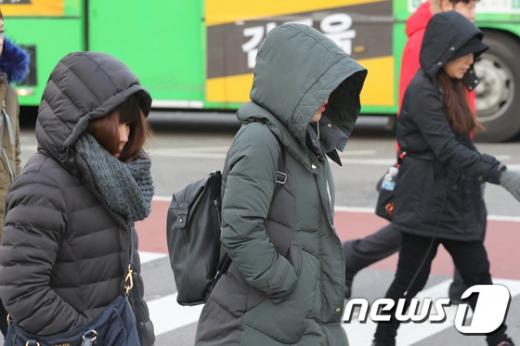 [오늘 날씨] 서울·경기 아침 영하 6도 '한파'… 칼바람에 체감온도 ↓