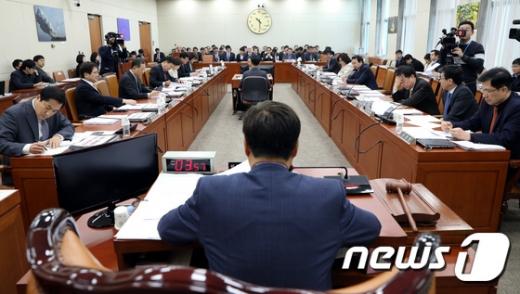 국회 과방위, 김범수 카카오 의장 등 4명 고발키로… 국감 불출석