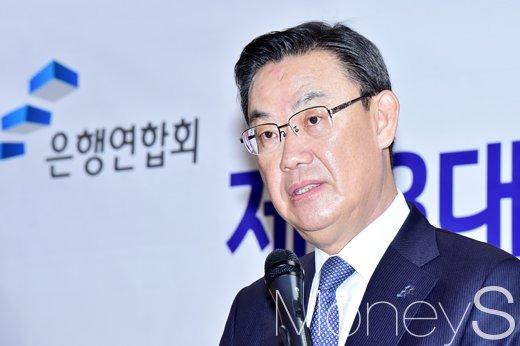 [머니S포토] 은행연합 향후 포부 밝히는 김태영 신임 회장