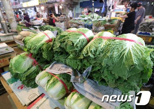 11월 소비자물가 1.3% ↑ '올해 최저'… 채소류 급락