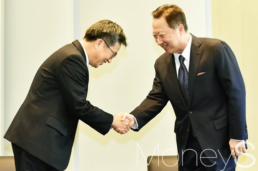 [머니S포토] 김동연-박용만, '대-중소 기업 상생협력 확산' 민관 회동