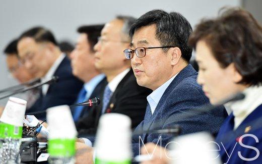 [머니S포토] 확대경제장관회의, 김동연 부총리 모두발언