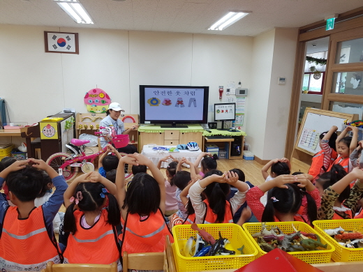 한 유치원에서 펼친 안전교실 교육. /사진=대한자전거연맹