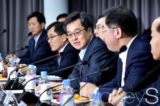"""[머니S포토] 김동연 장관, """"혁신 중견·중소기업 지원, 10조원 펀드 조성"""""""