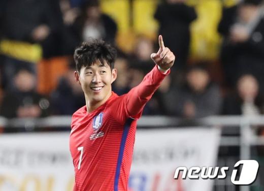2017 대한축구협회 올해의 선수로 선정된 손흥민/사진=뉴스1