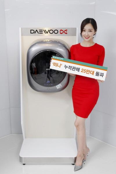 동부대우전자의 벽걸이 드럼세탁기 '미니' 제품이 지난 9개월간 10만대 판매를 달성하며 누적판매 25만대를 돌파했다. / 사진=동부대우전자