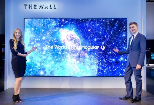 삼성전자가 세계 최초 모듈러 TV인 '더 월'을 공개했다. / 사진=삼성전자