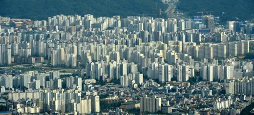 지난 15일 기준 전국 아파트 매매가가 전주 대비 0.05% 상승한 것으로 조사됐다. 사진은 서울 시내 한 아파트 밀집 지역. /사진=뉴시스 DB