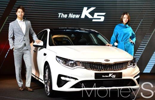[머니S포토] K7 닮은 기아차 '더 뉴(The New) K5' 라디에이터그릴