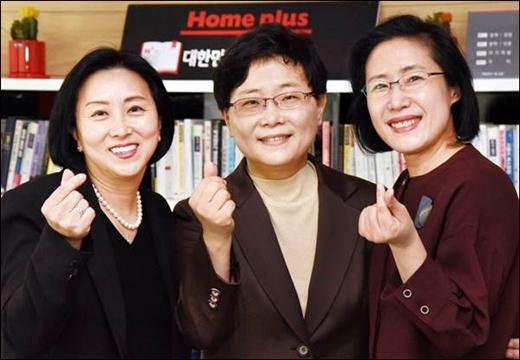 (왼쪽부터) 엄승희 홈플러스 상품부문장, 임일순 홈플러스 대표이사 사장, 최영미 홈플러스 인사부문장. /사진=홈플러스