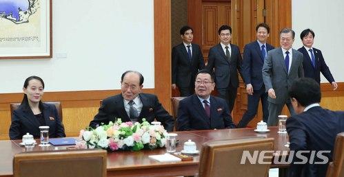 문재인 대통령이 10일 청와대 본관 접견실에서 열린 북측 대표단 접견 및 오찬에 참석하고 있다. /사진=뉴시스