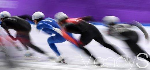 [머니S포토] 전력으로 질주하는 매스스타트 선수들