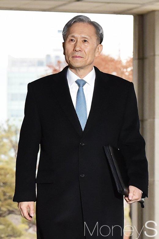 [머니S포토] 검찰 출석 김관진, '군 수사 축소 및 세월호 보고 조작 사실일까?'