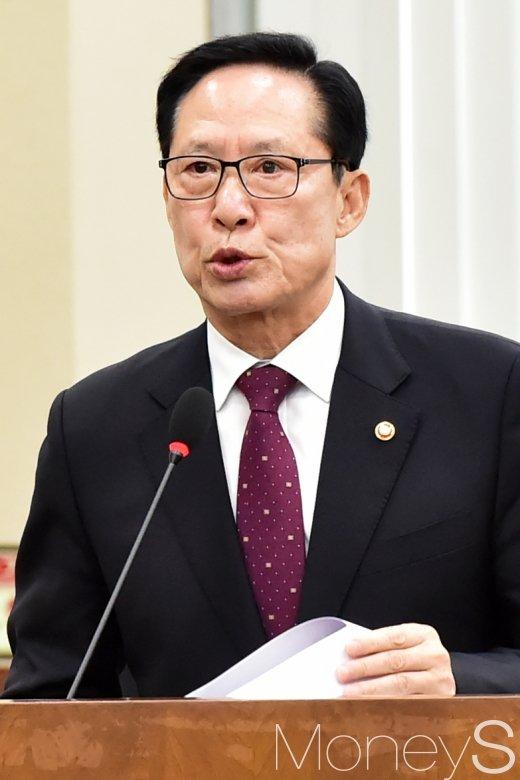 [머니S포토] '김영철 방남' 현안 보고하는 송영무