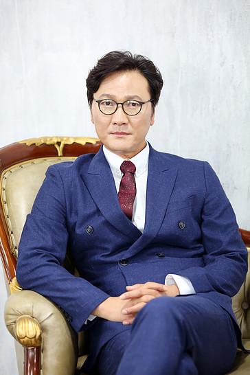 세종대 교수. 배우 김태훈. /사진=액터컴퍼니