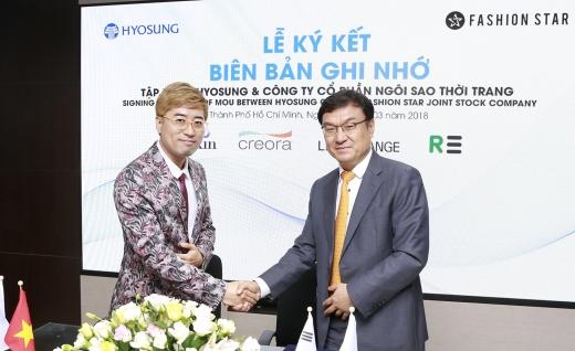 지난 9일 효성과 패션스타가 기능성제품의 베트남 로컬시장 확대를 위한 업무협약을 체결하고 있다. 이정민 ㈜패션스타 대표(왼쪽)와 효성 베트남 동나이 법인 김치형 부사장. / 사진=효성