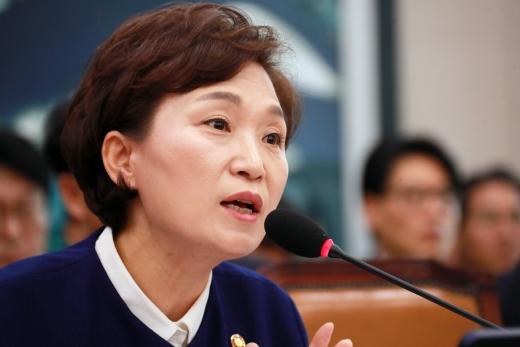 지난 20일 열린 국회 국토위 전체회의에 출석한 김현미 국토부 장관. /사진=뉴스1 이동원 기자
