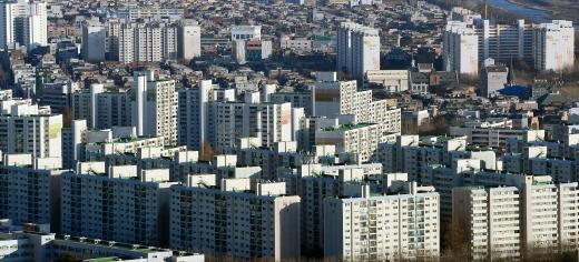 지난달 전국 미분양 물량이 전월 대비 3.0% 증가한 6만903호로 집계됐다. 사진은 서울 시내 한 아파트 밀집 지역. /사진=뉴시스 DB