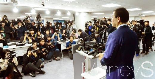 [머니S포토] 박원순 시장 3선 도전, 서울시민 관심 집중