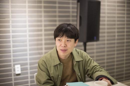 김현 시인. /사진=신나라 작가