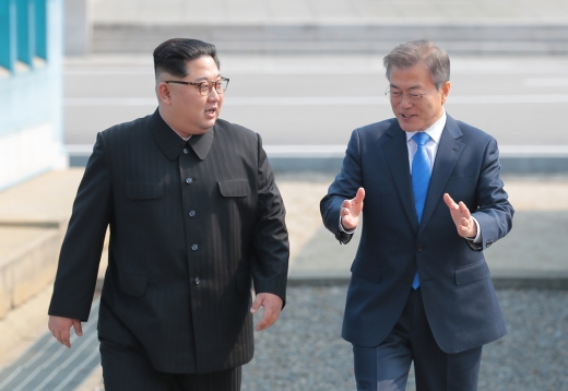 김정은 북한 국무위원장(왼쪽)과 문재인 대통령. /사진=한국공동사진기자단