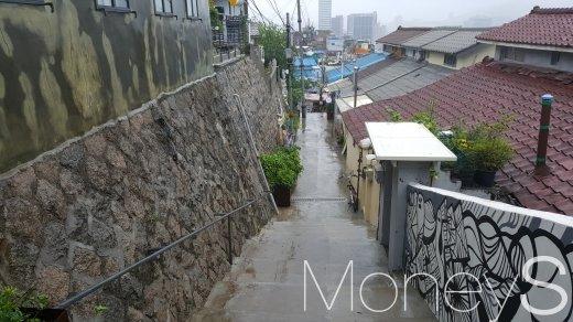 서울 종로구 이화마을의 한 골목길. /사진=김창성 기자