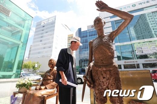 부산 동구 일본총영사관 앞 강제징용노동자상 모습./사진=뉴스1DB