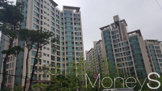 서울 서초구 방배동의 한 대형 건설사 브랜드아파트 단지. /사진=김창성 기자