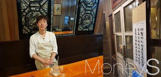 커피한약방 강윤석 대표, 이벤트 홍보./사진=심혁주 기자