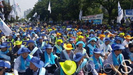 전국 건설인 7000여명은 31일 오후 2시 서울 여의도 국회의사당 앞에서 '전국 건설인 대국민호소대회'를 열었다. /사진=김창성 기자