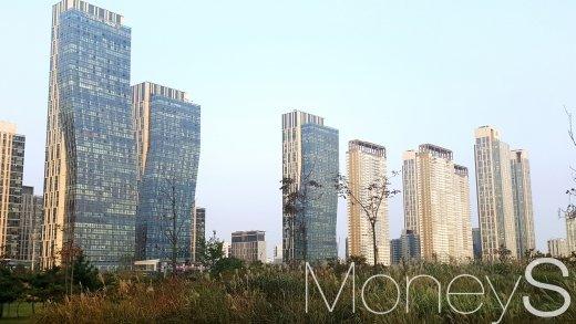 송도센트럴공원과 마주한 송도국제도시의 아파트 단지. /사진=김창성 기자
