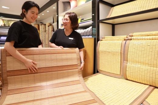 롯데백광주점, 여름철 쾌적한 잠자리는 '대자리'가 제격