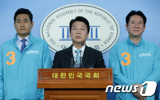 안철수 바른미래당 서울시장 후보가 지난 11일 서울 여의도 국회 정론관에서 기자회견을 열고 지지를 호소했다./사진=뉴스1