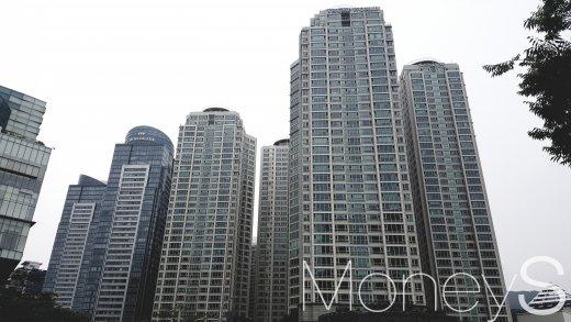 부산 해운대구 우동의 트럼프월드 센텀(앞)과 월드마크 센텀. /사진=김창성 기자