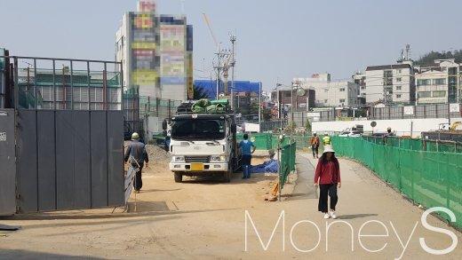 소사-원시선 복선전철 공사 당시의 소사역 앞 모습. /사진=김창성 기자