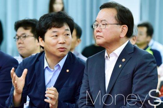 [머니S포토] 2018 재도전 한마당, 의견 나누는 김부겸-김병관