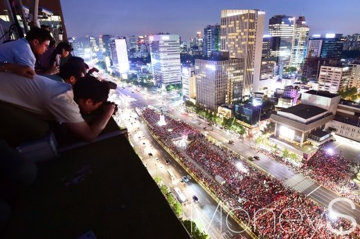 [머니S포토] 응원 열기 카메라에 담는 기자들