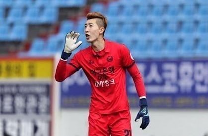 골키퍼 조현우에 대해 축구팬들이 환호하고 있다. /사진=조현우 SNS