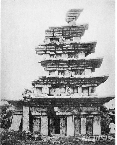 1910년 익산 미륵사지 석탑 동측면. /사진=뉴시스