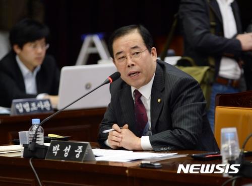 한국당 메모 논란. 사진은 박성중 자유한국당 의원. /자료사진=뉴시스