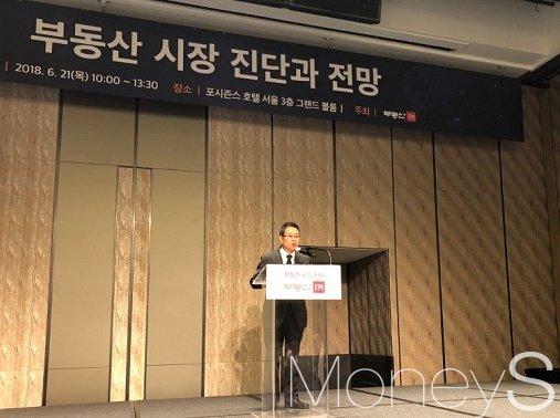 이성용 부동산114 대표이사가 21일 열린 '부동산시장 진단과 전망' 포럼에서 개회사를 한다. /사진=김노향 기자