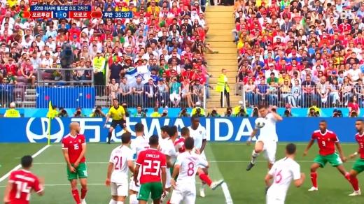 20일(이하 한국시간) 모스크바의 루즈니키 스타디움에서 열린 러시아 월드컵 조별리그 B조 포르투갈과 모로코의 경기. 1대0으로 포르투갈이 승리했다. 사진은 논란이 된 페페의 핸드볼 파울 장면. /사진=SBS 방송화면 캡처