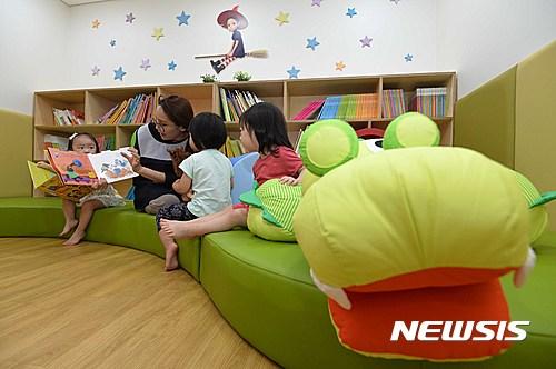 보건복지부는 21일 전국에 유치원 보조교사 6000명을 추가 채용한다고 밝혔다. /사진=뉴시스