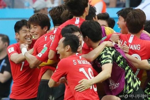 한국 축구 대표팀은 조3위(1승2패)로 2018 국제축구연맹(FIFA) 러시아 월드컵 여정을 마무리했다. 사진은 한국-독일 경기 모습. /사진=머니투데이
