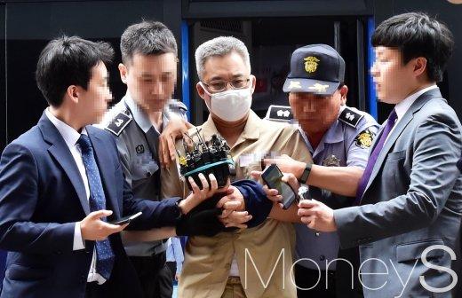 [머니S포토] 특검 출석 드루킹, 취재진 질문에 노코멘트