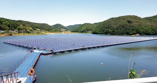 전남 나주 대도저수지에 설치된 수상태양광 발전단지. / 사진=한국농어촌공사