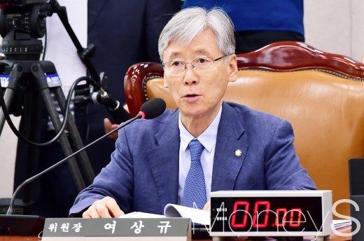 [머니S포토] 국회 법사위 회의 주재하는 여상규 위원장