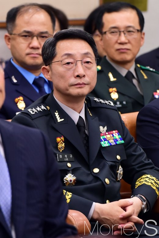 [머니S포토] 법사위원장 발언 경청하는 이석구 사령관