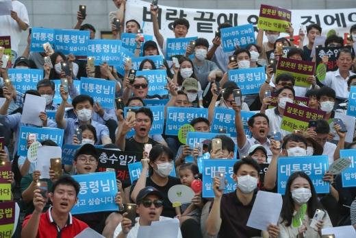 면허취소 위기에 거리로 나선 진에어 직원들. /사진=뉴스1 성동훈 기자