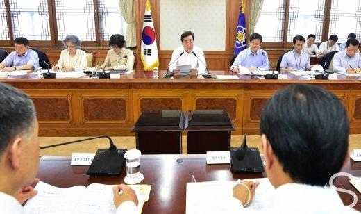 [머니S포토] 서민층 전기요금 관련 발언하는 이낙연 총리